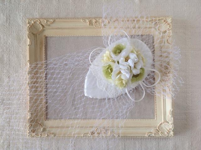 染め花とチュールの涙型ボンネ(ホワイト&グリーン)