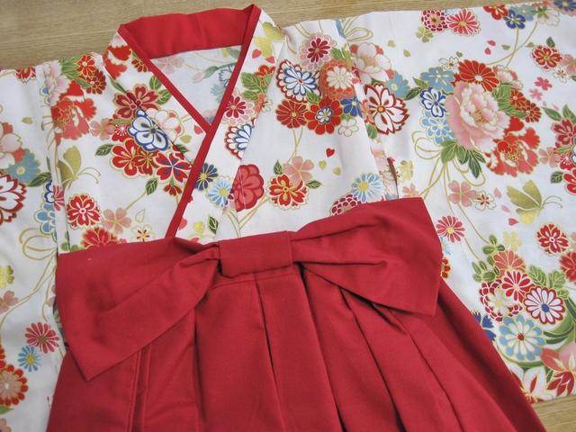 お正月、ひな祭り、誕生日に 赤 花柄...