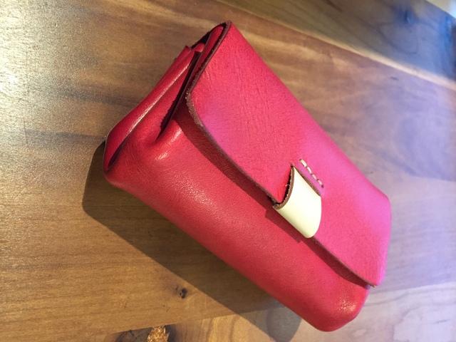 新色レッドの コロッと財布
