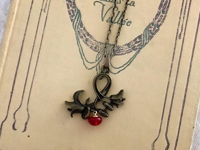 百合の花 ネックレス