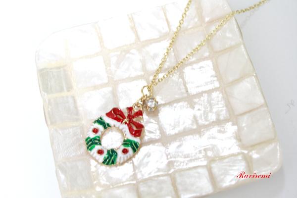 クリスマスリースのネックレス