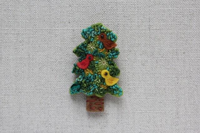 鳥の集まるクリスマスツリー フェルト...