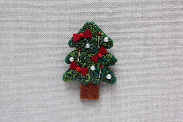 赤いリボンのクリスマスツリー フェル...