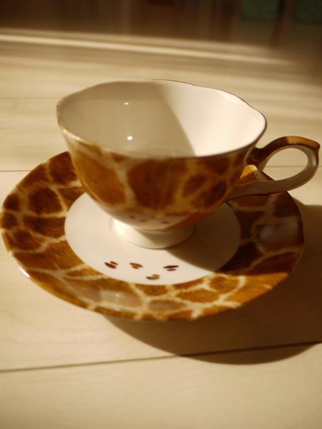 (セール品)キリン柄のカップ&ソーサー