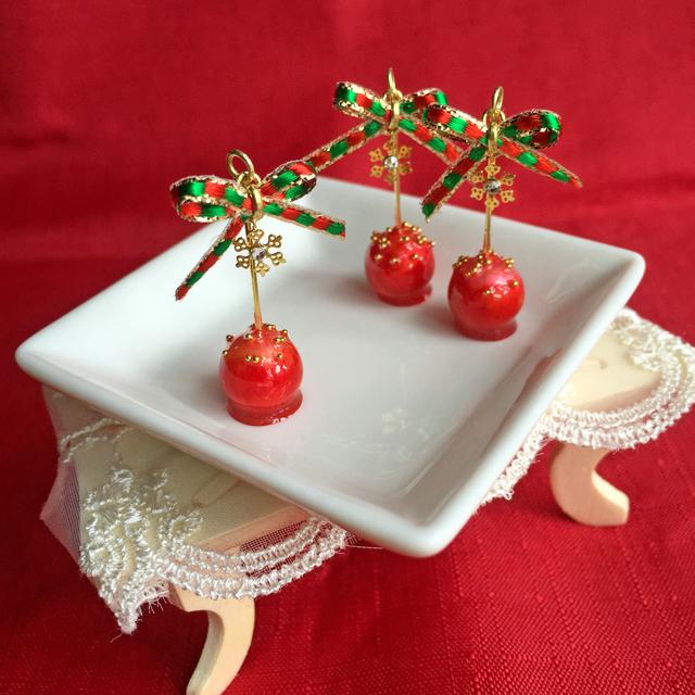 クリスマスのりんご飴 ピアス【樹脂ポス...