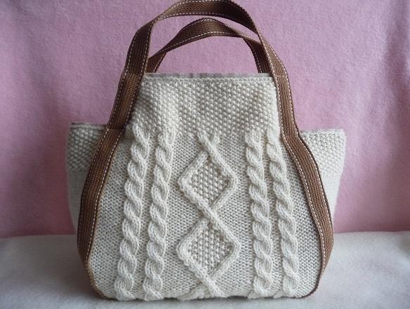 アラン模様の手編みトート(きなり?)