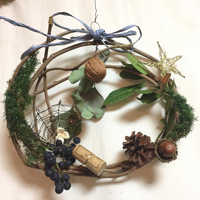 自然素材とワイヤー飾りのリース