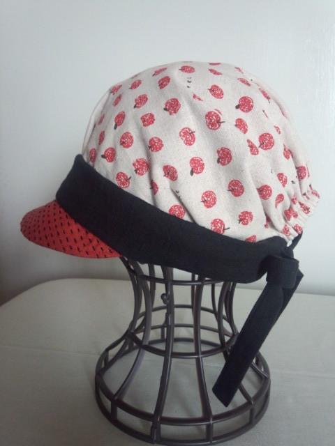 真っ赤なりんごのキャスケット帽