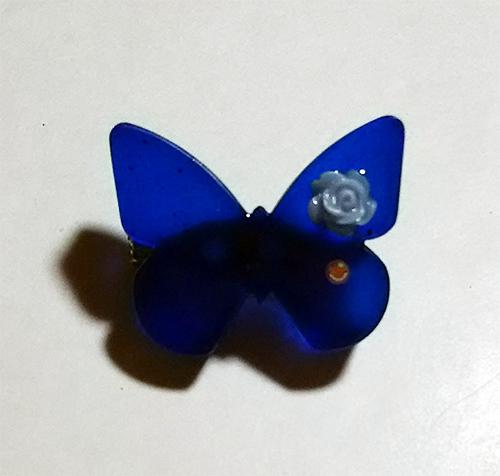 青い蝶ブローチ