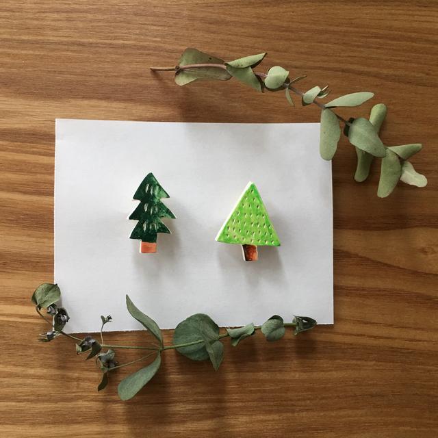 12月、木のブローチ