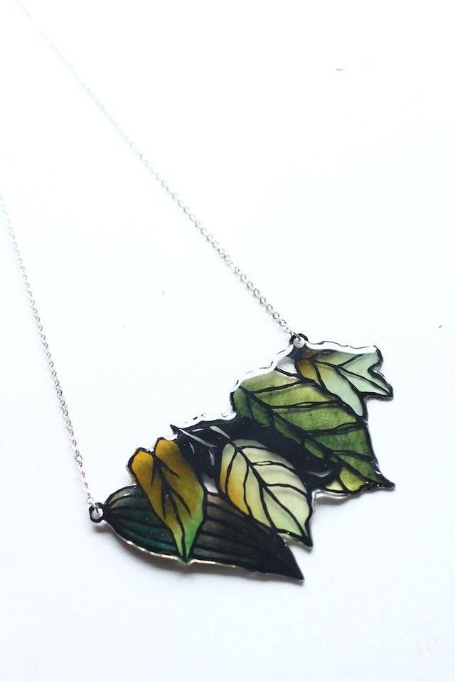 切り絵のアクセサリー  森のネックレス