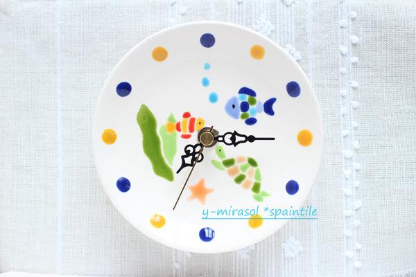 サカナとカメの絵付け皿の時計