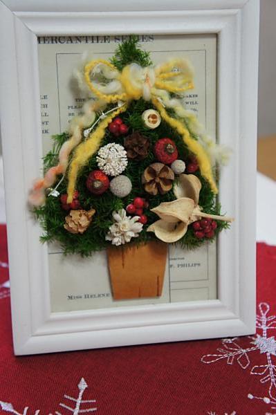 クリスマスツリーのフレームアレンジ ...