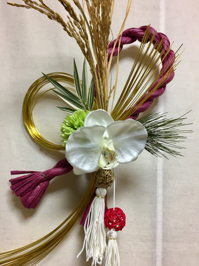 華やか「お正月のしめ縄」飾り <胡蝶蘭>