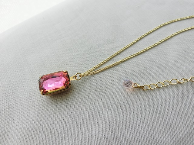 薔薇色結晶のネックレス