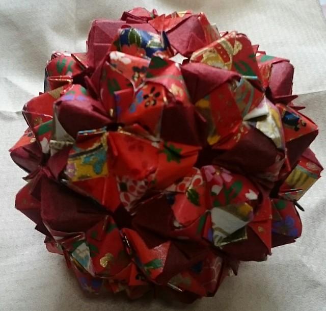 折り紙 ユニットくす玉 和紙90面体 赤