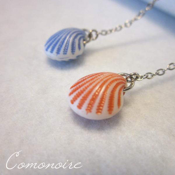 小さな貝のロングピアスRB