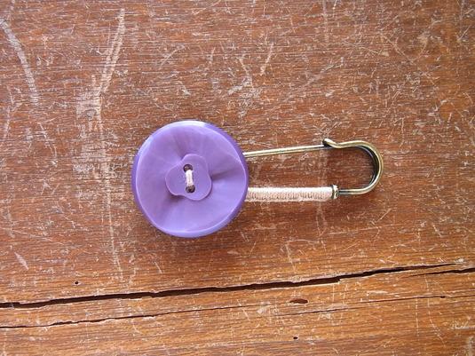 ボタンのぐるぐる糸巻きストールピン