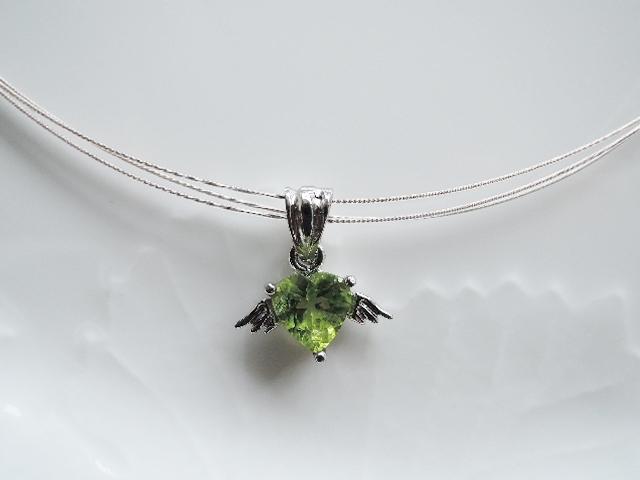 ☆天然石ペリドット☆天使の羽ペンダント(341)
