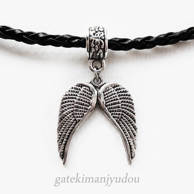 翼のレザーネックレス