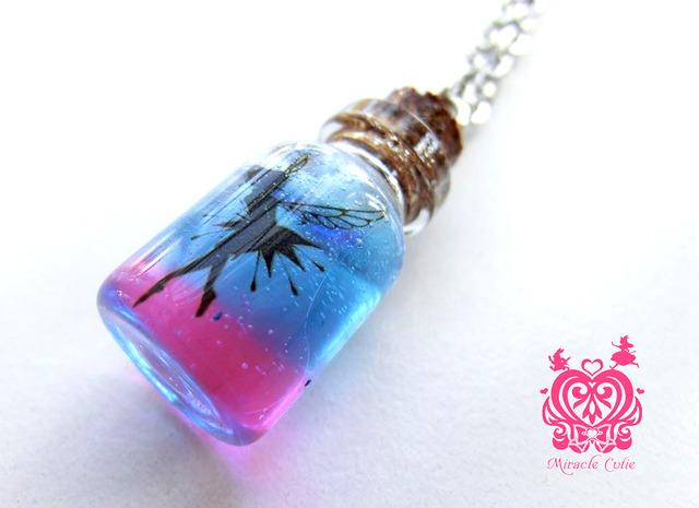 妖精のガラスボトルペンダント(ピンク&ブルー)