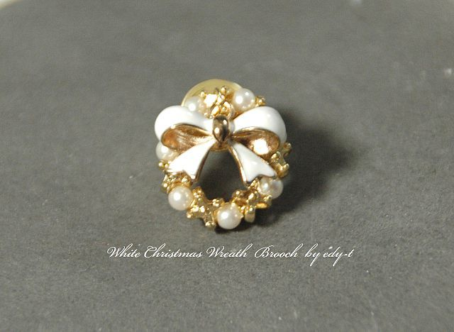 Christmas Wreath Brooch/gold