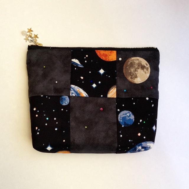 月と宇宙のポーチ