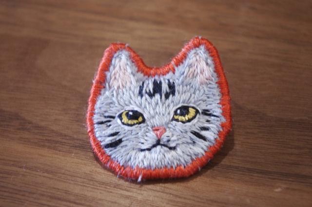 ねこさんの刺繍ブローチ