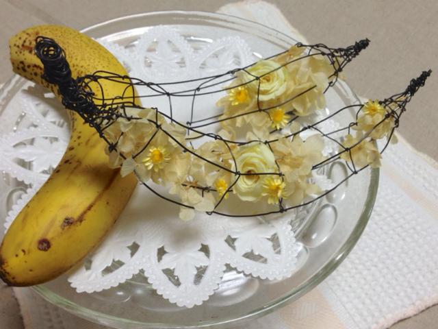 バナナ/ ワイヤーアートとお花