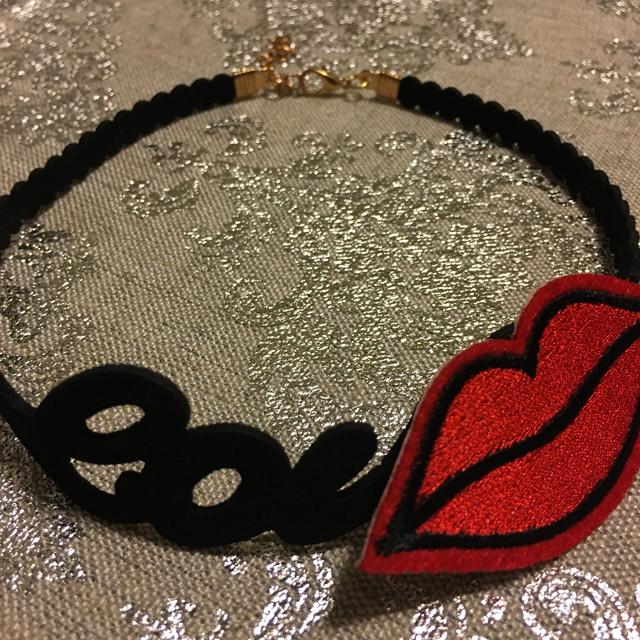 スウェード love KISS チョーカー