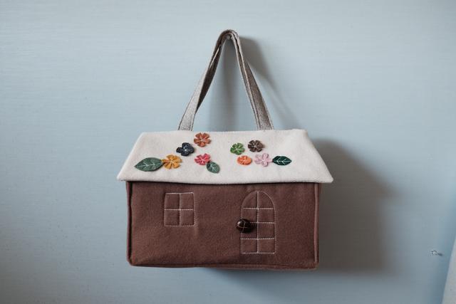 OUCHI box bag L  フラワー屋根?