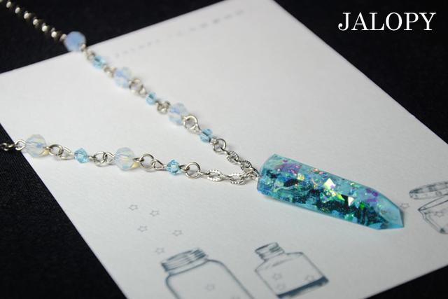オーロラ結晶のネックレス-雪空-