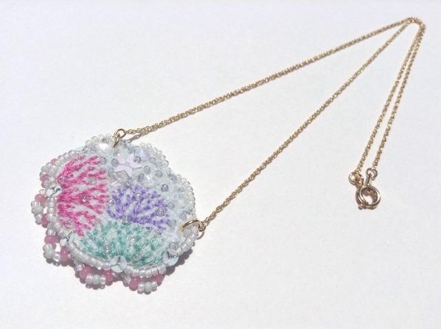珊瑚礁のネックレス