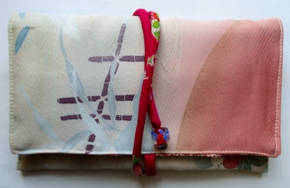 着物リメイク 訪問着で作った和風財布...