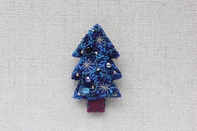 星空のクリスマスツリー フェルトブローチ