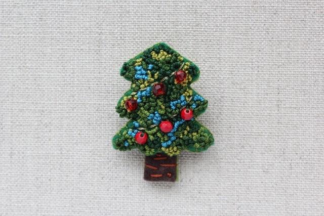 赤い電飾のツリー フェルトブローチ