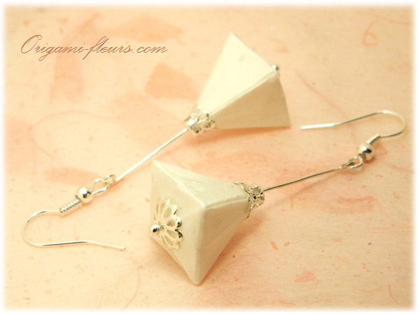 紙の宝石・オリガミピアス△(BlancA2IAr)
