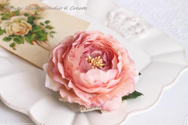 ラナンキュラスと野薔薇のコサージュ