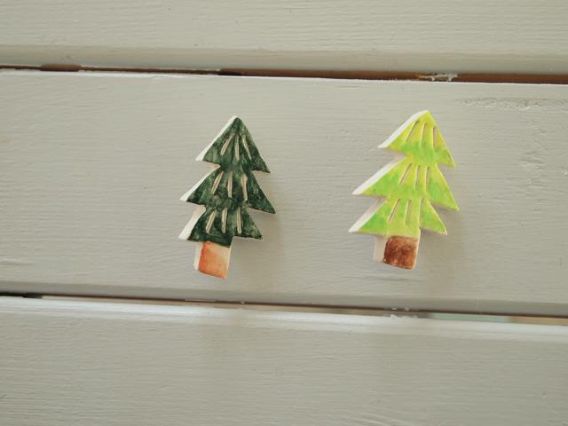 12月、木のブローチ2