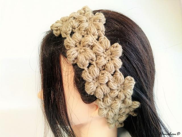 お花のヘアバンド 手編みウールベージュ