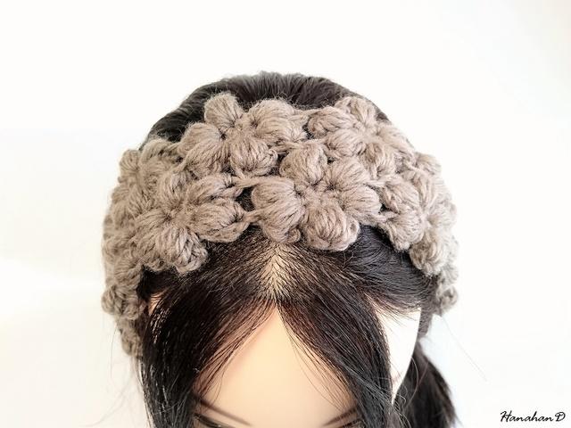 お花のヘアバンド 手編みウールグレー
