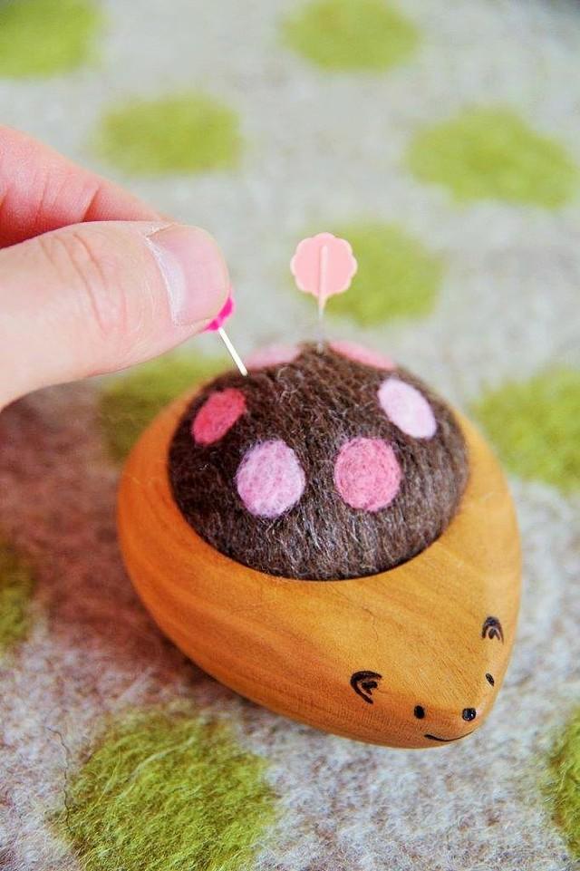 羊毛ピンクッション【針山】 はりねずみくん 水玉 Wピンク