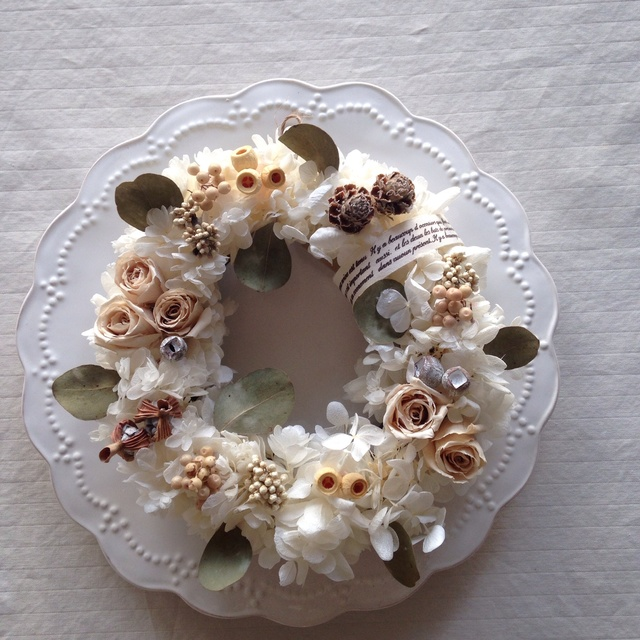 cream antique wreath