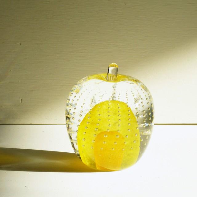 ガラスのリンゴ? 黄色