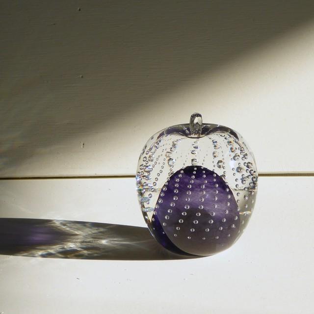 ガラスのリンゴ? 紫