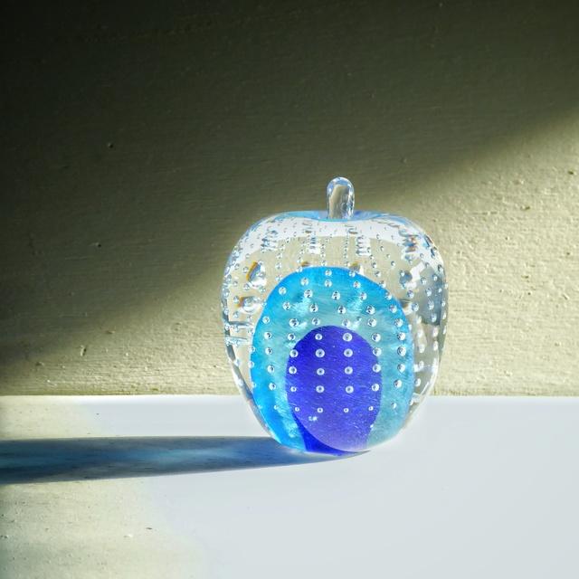 ガラスのリンゴ? 青