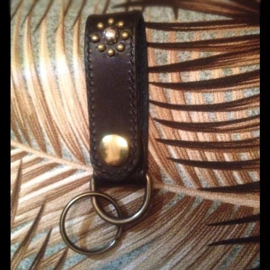 ベジタブルタンニン牛革&ピッグスエード シルバー925&真鍮製スタッズキーホルダー