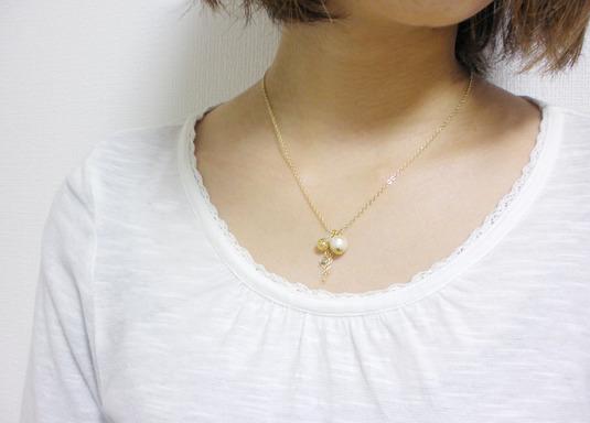 小さな星とコットンパールのネックレス