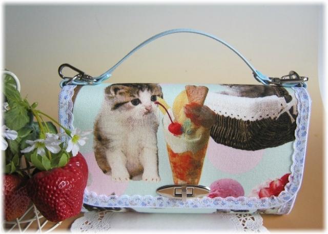 nyan cat madeネコと犬とスイーツお財布バック
