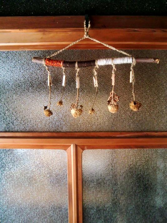 木と毛糸のピンチハンガー
